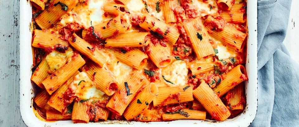 cheesy tomato pasta bake