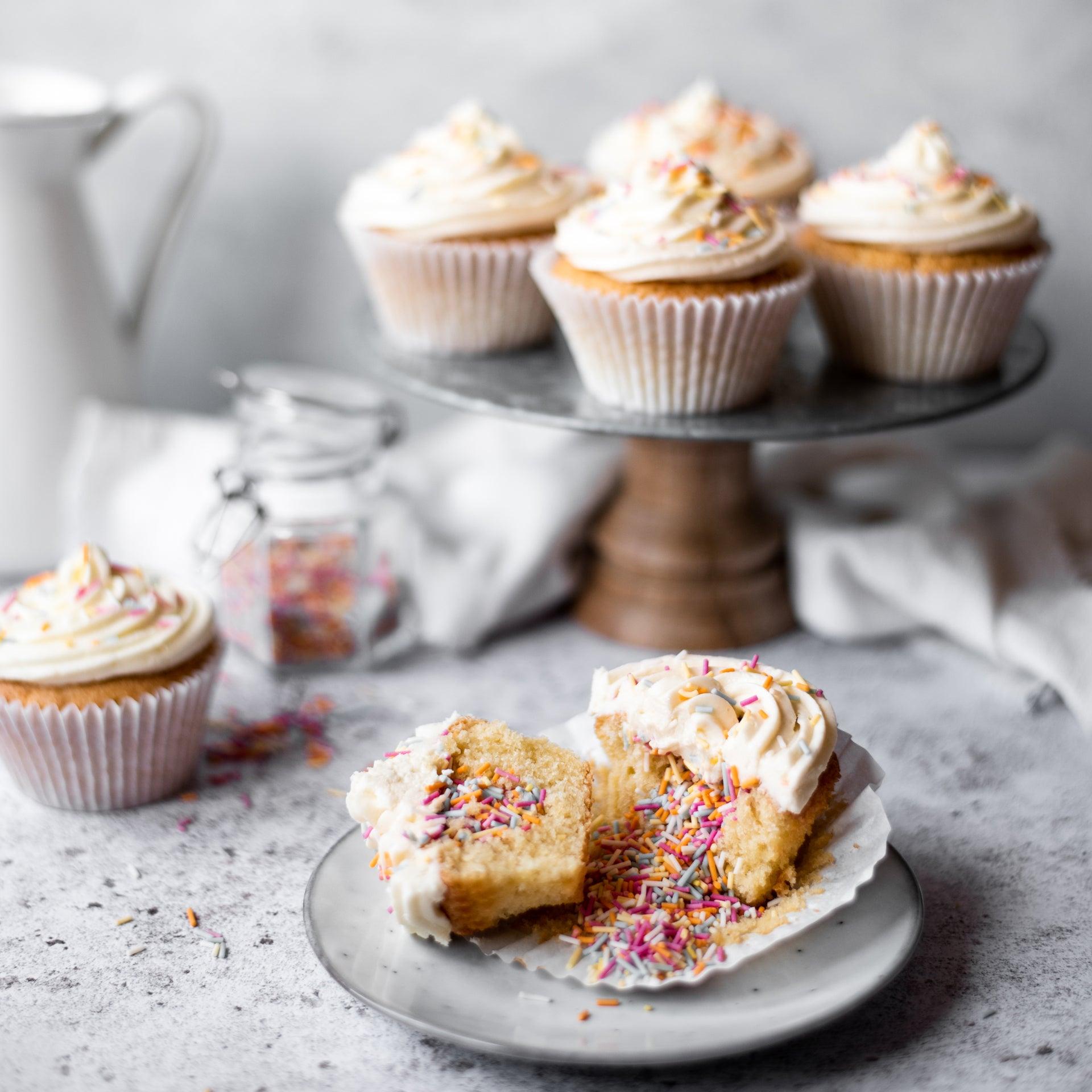 Rainbow-Pinata-Cupcakes
