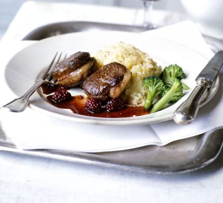 pan-fried venison with blackberry sauce
